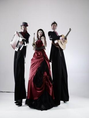 Stelzenläuferkostüm für Trio Grande, Musik- und Gauklertruppe